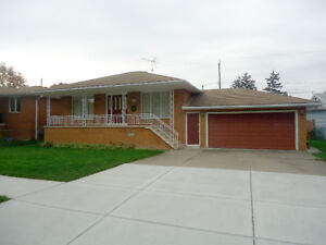 NEW PRICE!!! 1009 Villaire - Great East side location!
