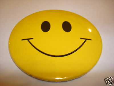 SMILEY FACE Large 3-inch Yellow/Blk Pinback Button, NEW