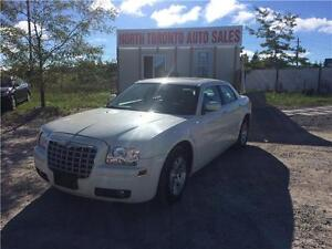 2006 CHRYSLER 300 - LEATHER - SUNROOF - POWER OPTIONS - LOW KM