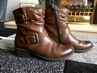Ladies leather ankle boots. Size 4 1/2.