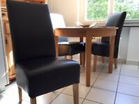 Solid Oak Round Breakfast/Dining Table with 4 Leather Normandy chairs