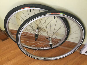 Brand new 700c hybrid wheelset with new tires