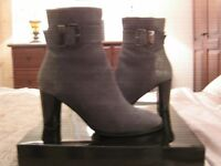GREY SUEDE LADIES BOOTS SIZE 6 RRP £75.00