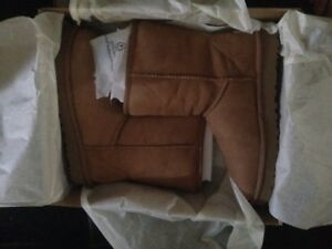 BRAND NEW IN BOX UGG BOOTS TAN SIZE  8