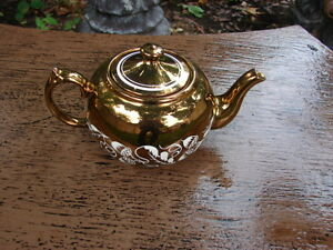For sale Tea pot wade Handpainted