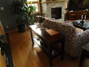 4 PIECE SOLID WOOD TABLES AND OAK ROLL-TOP DESK AND CHAIR