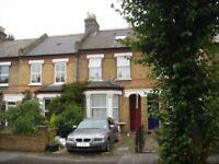 Lovely 1 bed ground floor garden flat with off street parking close to the Uxbridge Rd & West Ealing