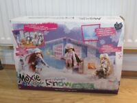 Moxie Girl dolls and play set