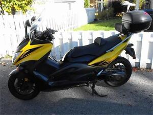 YAMAHA LAVAL : SCOOTER,  T MAX 500 S.E. , TMAX, ( TRES PROPRE )