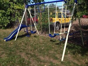 Swing set in excellent condition!!!