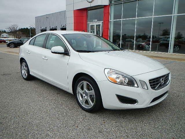 Volvo : S60 FWD 4dr Sdn Carfax 1-Owner Non-Smoker Clean White with Tan Interior Automatic Alloy Wheels