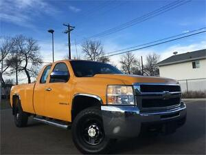 2007 Chevy Silverado 2500HD 4x4 = 187K = EXT CAB LONG BOX Edmonton Edmonton Area image 1
