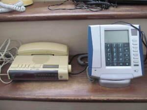 2 TÉLÉPHONES AVEC FILS $10 CHACUN OU $15 POUR LES 2...