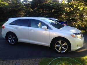 Toyota Venza -V6- AWD-Inspected-Mint