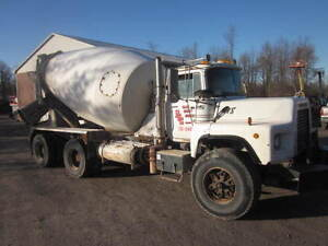 1998 Mack DM960S Cement Mixer