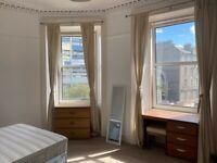 2 bedroom flat in Prince Regent Street, Leith, Edinburgh, EH6 4AS