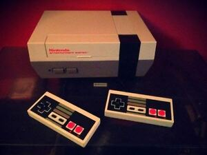 Original Nintendo NES With Mario/DuckHunt and 2 Controllers