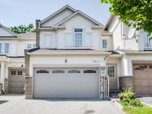 Freehold Townhouse Ravine 3Bdrm << Double Garage< << Finished