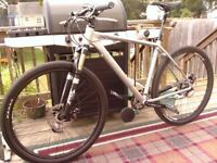 """Cannondale Quick """"CX FS"""" large 27 speed with upgraded wheelsets"""