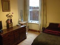 Large double room to let in clean, friendly house