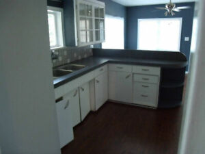 Room in quiet, respectful, comfortable home. Furnished.