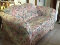 Canapé et fauteuil $ 50 les deux.  Sofa très long Style Louis XV