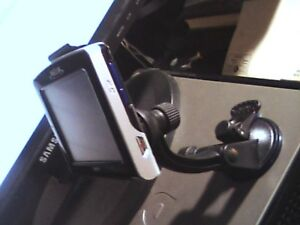 Garmin nuvi Gps 260 with charger and suction bracket