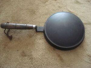 """poêle à crêpe """"suzette"""" de 9"""" de diamètre en aluminium"""
