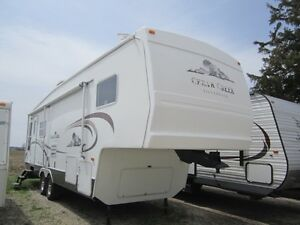 2004 Cedar Creek 28LRLFS Silverback 5th Wheel