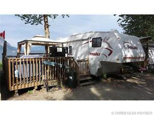 REDUCED! 2006 Prowler Bunk Model on Waterfront Shuswap Site