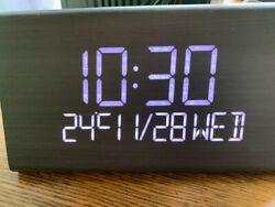 New Modern Wooden Look Digital LED Desk Alarm Clock Thermometer Calendar CHIP