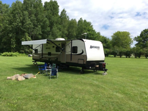 27' Travel Trailer For Sale