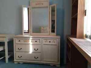 Gorgeous, solid wood girls bedroom set *priced to sell!!
