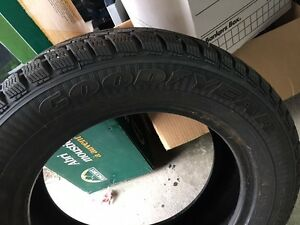 One ( 1 ), GoodYear Ultra Grip Ice Snow Tire, NO RIM . London Ontario image 3