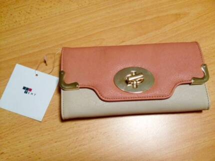 BRAND NEW Tempt Purse Scarborough Stirling Area Preview