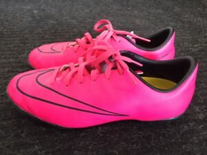 Nike Girls / Youth Indoor Soccer Shoes Size 4