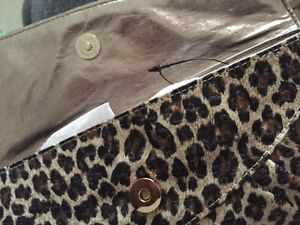 GUESS BRAND NEW LEOPARD CLUTCH WITH CRYSTALS Québec City Québec image 2