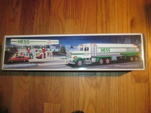Vtg NOS HESS TOY Tanker TRUCK 1990 COLLECTIBLE BRAND NEW IN BOX horn & lights