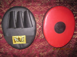 EVERLAST BOXING/MIXED-MARTIAL ARTS FOCUS/TRAING PADS (X2)
