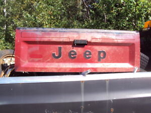 Jeep truck tailgate