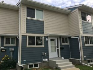 Oct Rent Free-Family Townhouse in Castledowns Area-Pet Ok