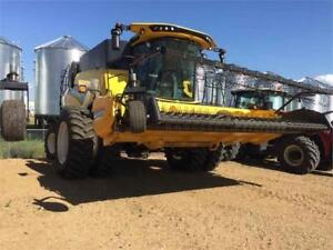 2016 New Holland CR8.90 Combine w/790CP Header