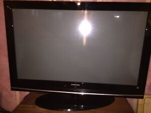 "Samsung 42"" Plasma HDTV - Excellent Condition"