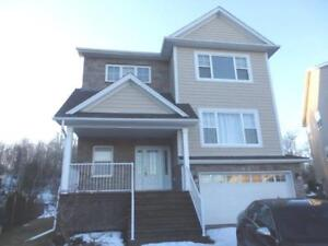 16-129 Gorgeous large family home, great finishes.