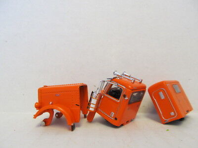 DCP 1/64 SCALE 389  PETERBILT, HOOD, GRILL, CAB &  SLEEPER  (PARTS ONLY) 1