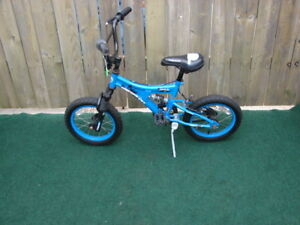 Boy bike 14 inch model supercycle age group 4-7 asking $30