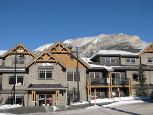 Beautiful Mountain Retreat just minutes from Banff & Canmore
