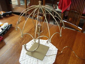 INTERESTING VINTAGE WIRE DESIGN TABLE LAMP