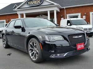 2016 Chrysler 300S 300S, Pano Roof, Heated Leather Seats, R-Star