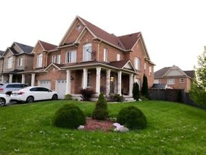 Large 3 or 4 bedrm Newmarket House - Yonge & Greenlane